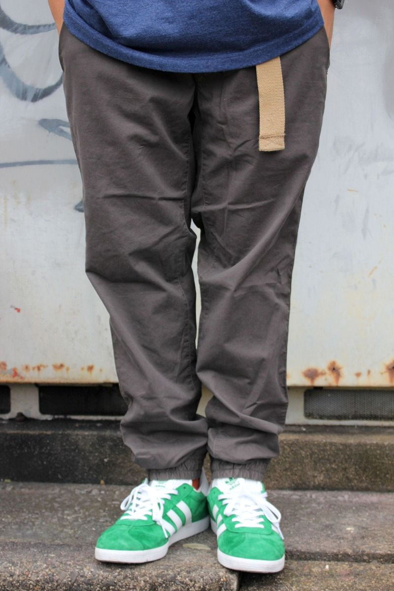 POLO RALPH LAUREN / STRAIGHT-FIT CHINO JOGGER PANTS / chacoal