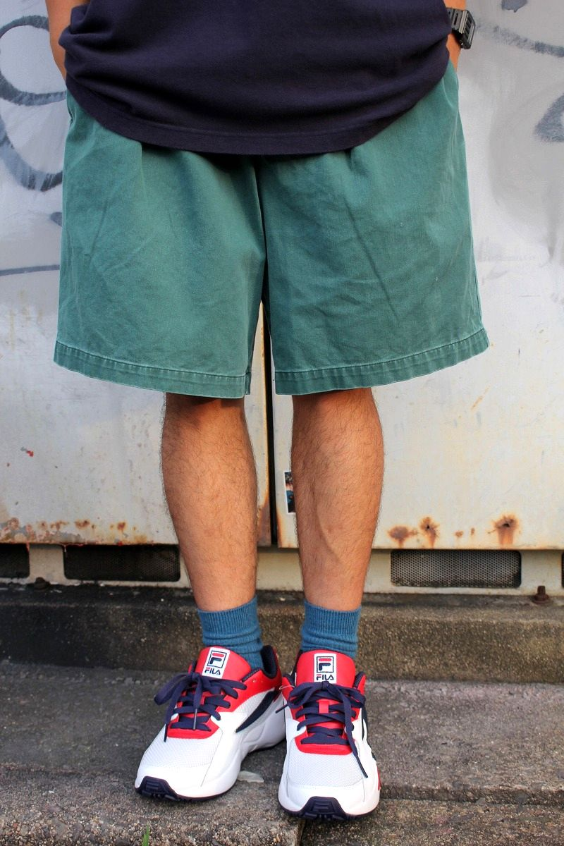 USED!!! TOMMY HILFIGER / TWO TUCK CHINO SHORTS (90'S) / washed green