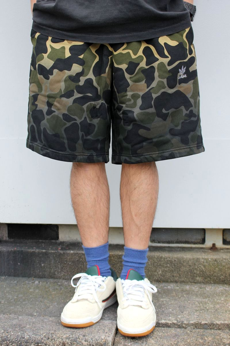 adidas ORIGINALS / CAMO SWEAT SHORTS